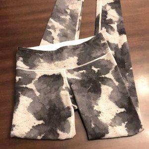 Lululemon tie dye grayscale pattern leggings EUC 4